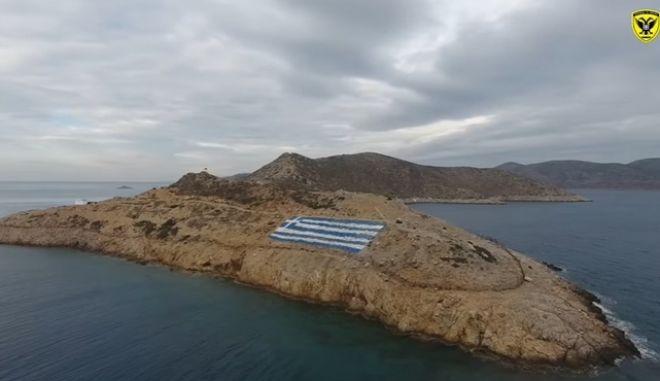 Βίντεο: Οι άνθρωποι που φυλάνε τα ακριτικά νησιά, μας εύχονται χρόνια πολλά