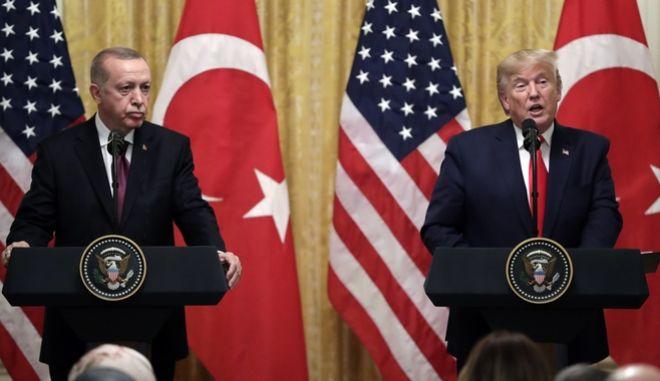 Ο Ντόναλτ Τραμπ και ο Ταγίπ Ερντογάν κατά τη διάρκεια συνέντευξης Τύπου