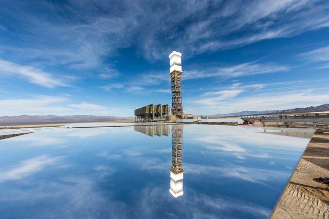 Η μεγαλύτερη ηλιακή μονάδα, παράγει ηλεκτρισμό και όμορφες εικόνες