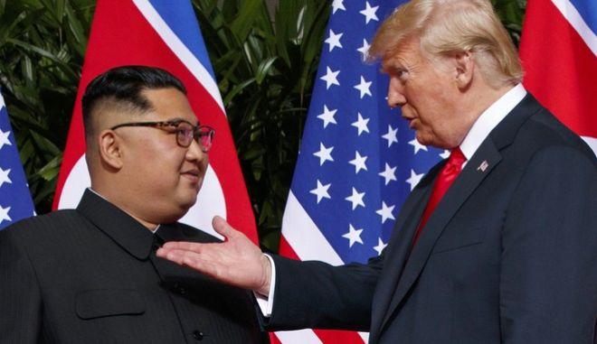 Ο Πρόεδρος των ΗΠΑ, Ντόναλντ Τραμπ με τον βορειοκορεάτη ηγέτη, Κιμ Γιονγκ Ουν