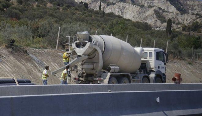 Έργα σε υπό κατασκευή τμήμα δρόμου