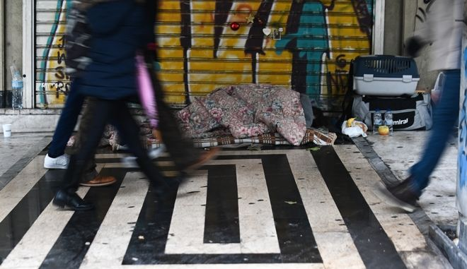 Άστεγος στο κέντρο της Αθήνας