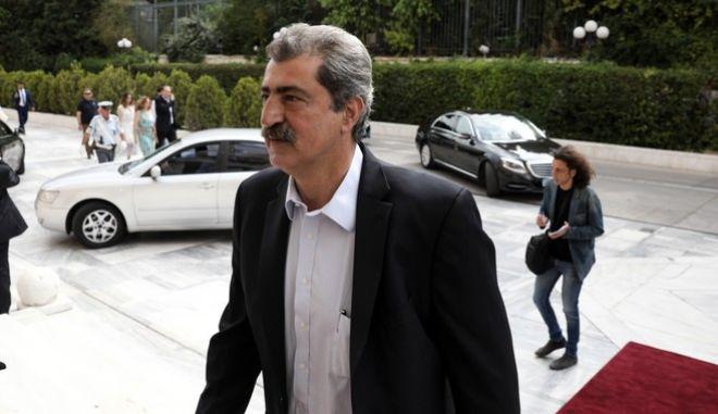 Ο Παύλος Πολάκης στην είσοδο της Βουλής