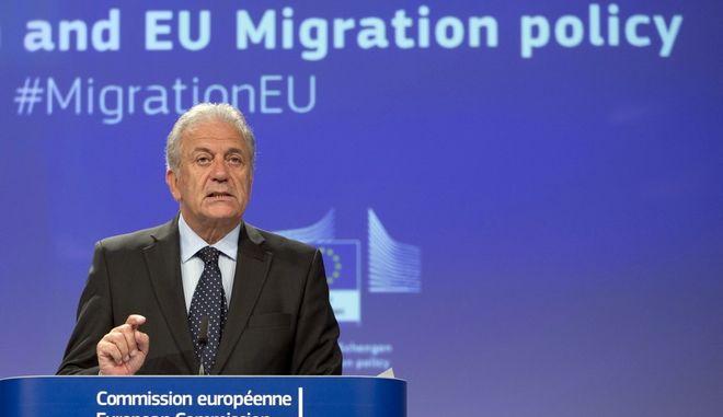 Ο επίτροπος Μετανάστευσης, Εσωτερικών Υποθέσεων και Ιθαγένειας, Δημήτρης Αβραμόπουλος (AP Photo/Virginia Mayo)