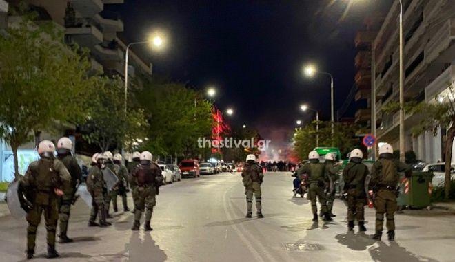 Ένταση μεταξύ οπαδών και αστυνομικών στη Θεσσαλονίκη