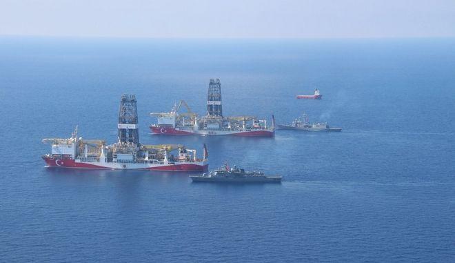 Τα γεωτρύπανα της Τουρκίας κινούνται προς την κυπριακή ΑΟΖ