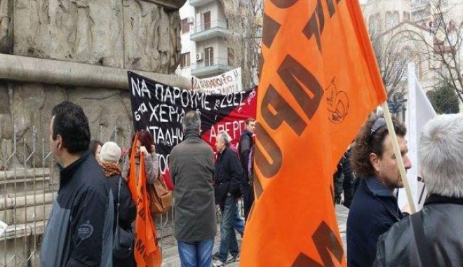 Αντιεξουσιαστές πήραν τα κλειδιά από μηχανάκι άνδρα που φώναζε συνθήματα για το Σκοπιανό