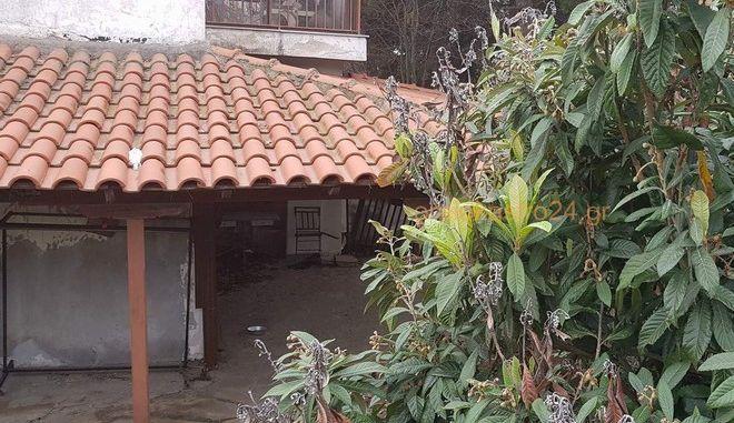 Το σπίτι στο Ωραιόκαστρο όπου κρατούνταν όμηροι τα δύο αδέρφια