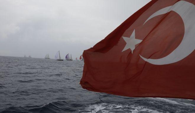 Τουρκική σημαία σε πλοίο