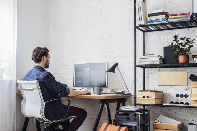 Πώς να μην καταστρέψετε μέση και αυχένα δουλεύοντας από το σπίτι