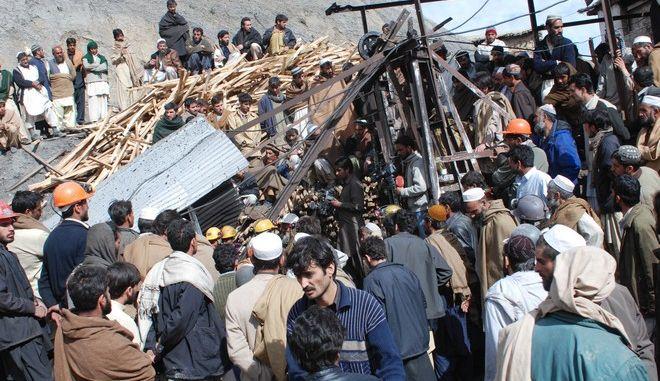 16 νεκροί από την κατάρρευση τμήματος ανθρακωρυχείου