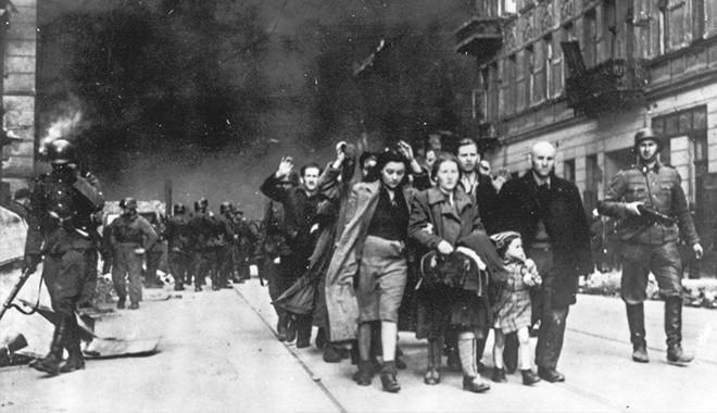 Εβραίοι της Πολωνίας εκδιώκονται από τη Βαρσοβία από στρατιώτες των SS τον Απρίλιο-Μάιο του 1943