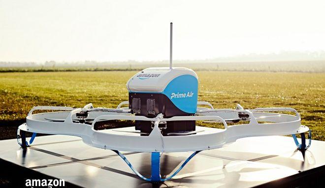 Η πρώτη παράδοση της Amazon με drone έγινε σε 13 λεπτά από την παραγγελία