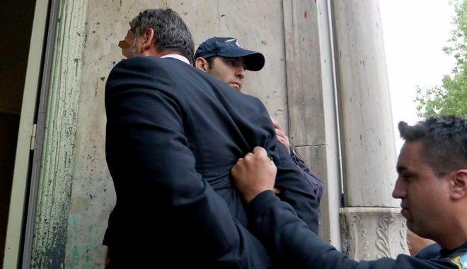 Στον εισαγγελέα οι απαγωγείς Λεμπιδάκη - Τους αποδοκίμασαν εκατοντάδες κρητικοί eis8