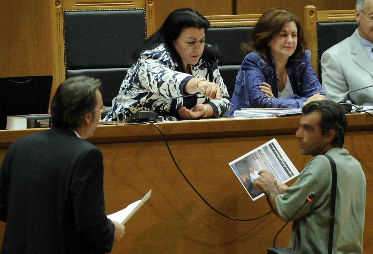 Ένα από τα θύματα της επίθεσης σε βάρος των Αιγύπτιων αλιεργατών το 2012 στο Πέραμα καταθέτει στη δίκης της Χρυσής Αυγής.