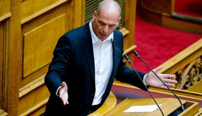 Ο Γιάνης Βαρουφάκης κατα τη συζήτηση στη Βουλή.