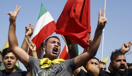 Οι Κούρδοι διαδηλώνουν
