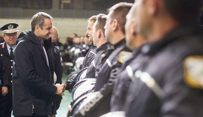 Ο Κυριάκος Μητσοτάκης με τους νέους ειδικούς φρουρούς