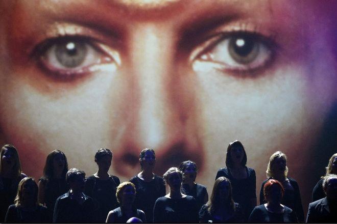 Ντέιβιντ Μπάουι: Η μπουνιά που παραλίγο να τον τυφλώσει και οι αποτυχίες πριν τον