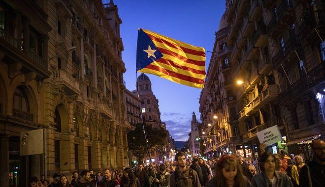 Εικόνα από διαδήλωση στη Βαρκελώνη για την ανεξαρτησία της Καταλονίας