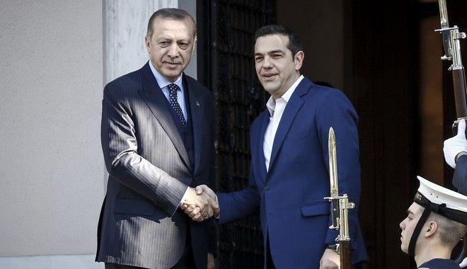 Ο Πρωθυπουργός, Αλέξης Τσίπρας(δεν διακρίνεται), συνομιλεί με τον Πρόεδρο της Δημοκρατίας της Τουρκίας Ρετζέπ Ταγίπ Ερντογάν(φωτό), κατα την συνάντηση τους στο Μέγαρο Μαξίμου, την Πέμπτη 7 Δεκεμβρίου 2017. (EUROKINISSI/ΓΙΩΡΓΟΣ ΚΟΝΤΑΡΙΝΗΣ)