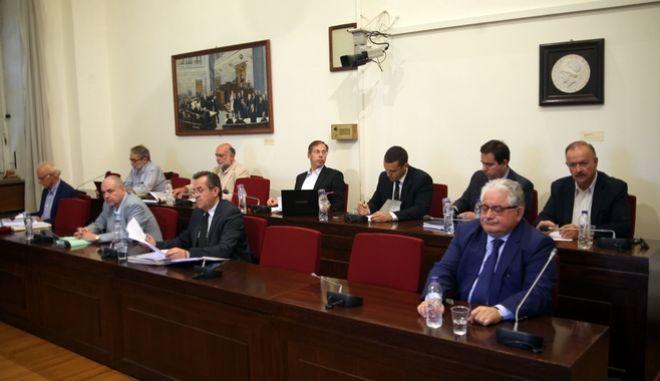 """Συνεδρίαση της Εξεταστικής Επιτροπής για τη διερεύνηση της νομιμότητας της δανειοδότησης των πολιτικών κομμάτων, καθώς και των ιδιοκτητριών εταιρειών μέσων μαζικής ενημέρωσης από τα τραπεζικά ιδρύματα της χώρας, με την κατάθεση του Γιάννη Βαρδινογιάννη από τον τηλεοπτικό σταθμό """"Star"""", την Τρίτη 20 Σεπτεμβρίου 2016. (EUROKINISSI/ΑΛΕΞΑΝΔΡΟΣ ΖΩΝΤΑΝΟΣ)"""