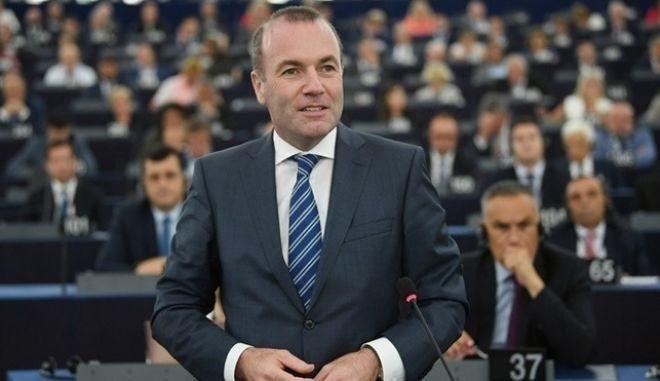 """Βέμπερ στο Ευρωκοινοβούλιο:""""Δεν μπορούμε να αφήσουμε την Ελλάδα και την Κύπρο μόνες"""""""