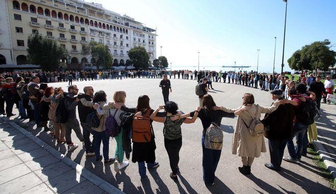 Από την διαμαρτυρία για το ΚΕΘΕΑ στην πλατεία Αριστοτέλους στη Θεσσαλονίκη