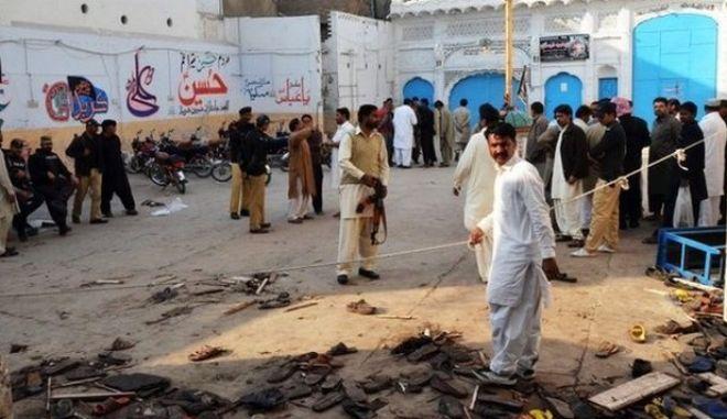 Πολύνεκρη βομβιστική επίθεση με στόχο λεωφορείο στο Πακιστάν