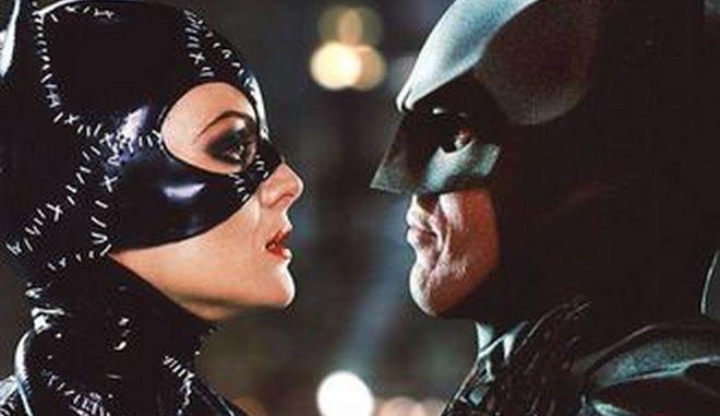 H DC Comics έκοψε ερωτική σκηνή του Μπάτμαν με την Κάτγουμαν - Σάλος στο Twitter