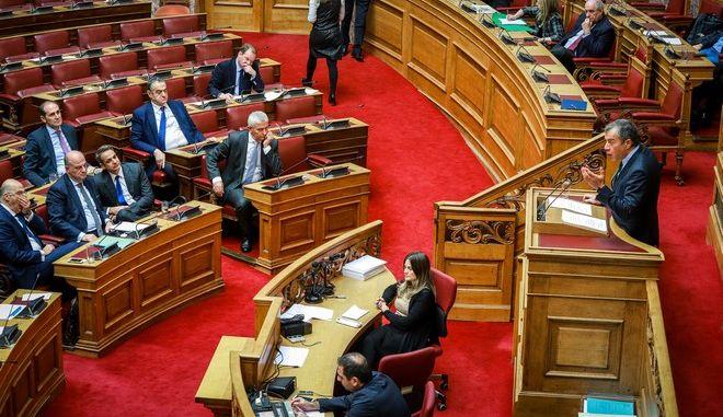 Στιγμιότυπο από την ομιλία του επικεφαλής του Ποταμιού, Σταύρου Θεοδωράκη, κατά τη συζήτηση για την ψήφο εμπιστοσύνης στη Βουλή
