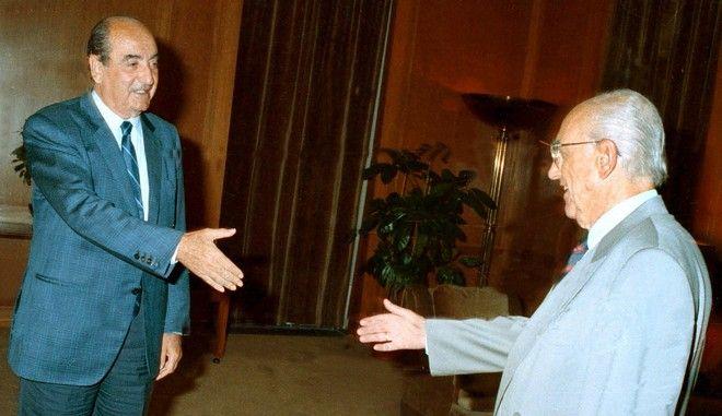 Ο Ανδρέας Παπανδρέου και ο Κωνσταντίνος Μητσοτάκης το 1990