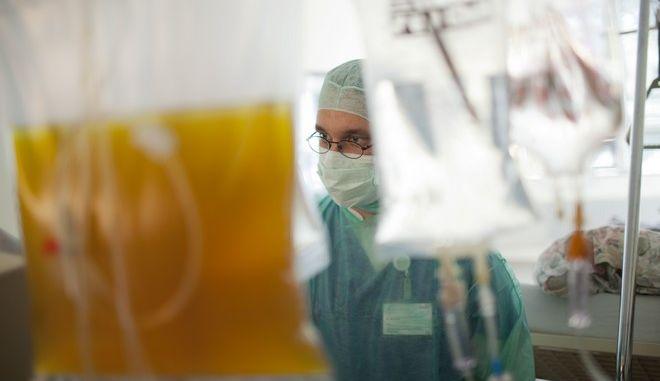 Γιατρός σε νοσοκομείο της Γερμανίας (Φωτογραφία αρχείου)