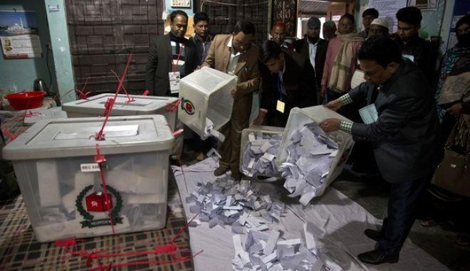 Δέκα νεκροί σε επεισόδια στο περιθώριο των βουλευτικών εκλογών στο Μπαγκλαντές