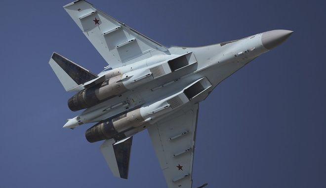 Ρωσικό μαχητικό Sukhoi SU-35 σε επίδειξη στο Ντουμπάι