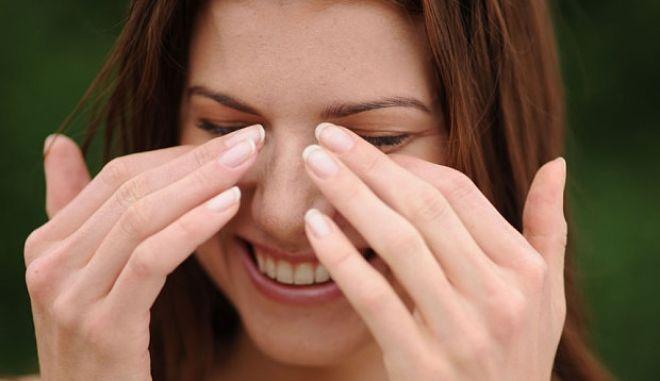 Γιατί κλαίμε από χαρά και γελάμε από τα νεύρα μας;