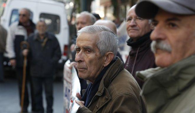 Συγκέντρωση και πορεία διαμαρτυρίας για το νέο ασφαλιστικό από την Συντονιστική Επιτροπή Αγώνα των συνταξιουχικών οργανώσεων την Τρίτη 19 Ιανουαρίου 2016. (EUROKINISSI/ΣΤΕΛΙΟΣ ΜΙΣΙΝΑΣ)
