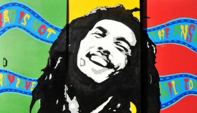 Τοιχογραφία με τον σπουδαίο Μπομπ Μάρλεϊ