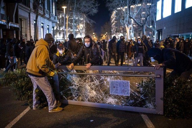 Οργή στην Καταλονία για τη σύλληψη του ράπερ Πάμπλο Χασέλ