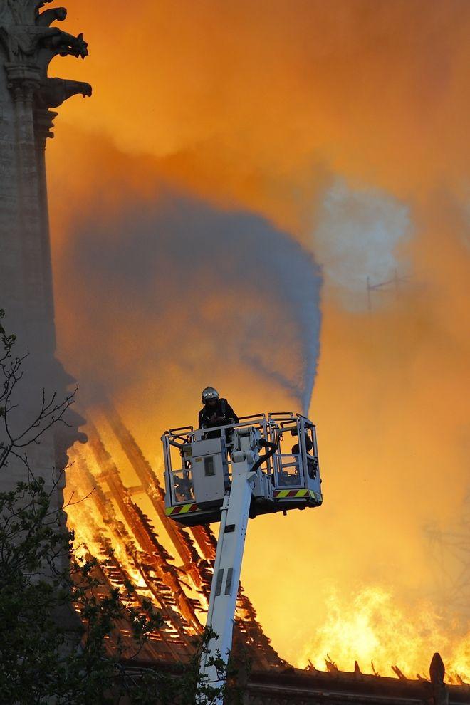 Τιτάνια προσπάθεια από τους πυροσβέστες