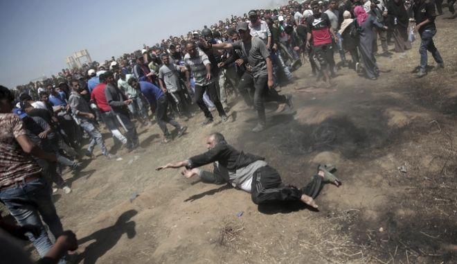 Ηλικιωμένος Παλαιστίνιος δέχεται ισραηλινά πυρά