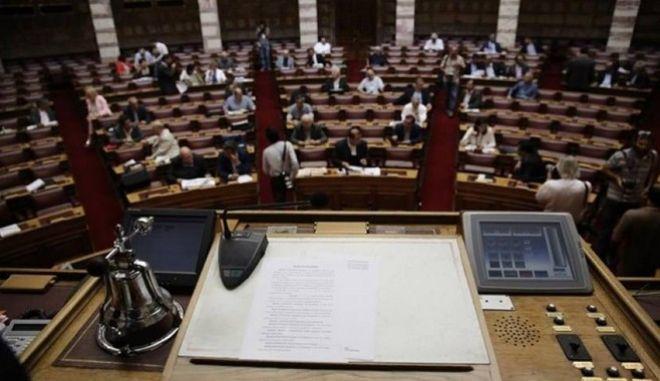 Βουλή: 'Προβληματισμός' Επιστημονικού Συμβουλίου για τη συνταγματικότητα της διαμεσολάβησης