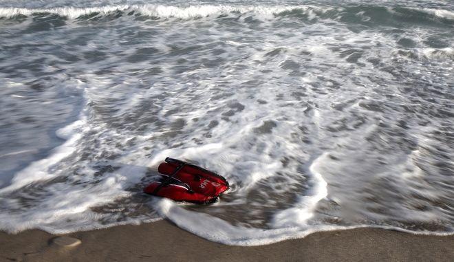 Σωσίβιο μετανάστη που ξεβράστηκε σε παραλία