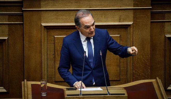 Ο Μάριος Σαλμάς στο βήμα της Βουλής