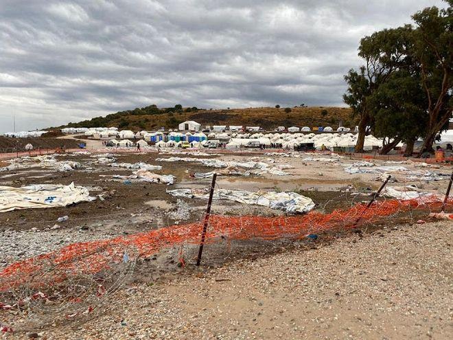Εικόνες ντροπής στο Καρά Τεπέ: Οικογένειες κοιμούνται σε λάσπες