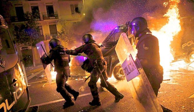 Νέα βραδιά βίας στη Βαρκελώνη