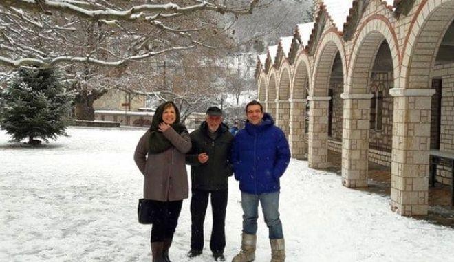 Στο χιονισμένο Αθαμάνιο Άρτας Τσίπρας - Γεροβασίλη