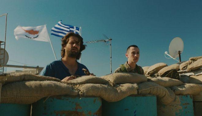 """""""Αναζητώντας τον Χέντριξ"""": Ο Μάριος Πιπερίδης εξηγεί πώς προσεγγίζεις την πολυπλοκότητα του Κυπριακού μέσα από την κωμωδία"""