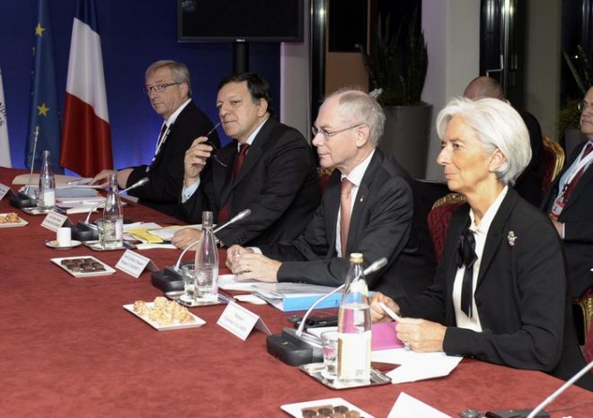 epa02989745 Luxembourg's Prime Minister Jean-Claude Juncker (L), the president of the European Commission Jose Manuel Barroso (2-L), the President of the European Council Herman Van Rompuy (2-R) and IMF Director General Christine Lagarde (R), meet during the emergency meeting in order to discuss the new developments regarding the Greek crisis, one day before the start of the G-20 summit, in Cannes, France, 02 November 2011. Greek government has triggered concerns after having announced they will submit to a referendum the EU plan to rescue Greece from default.  EPA/CHRISTOPHE KARABA / POOL