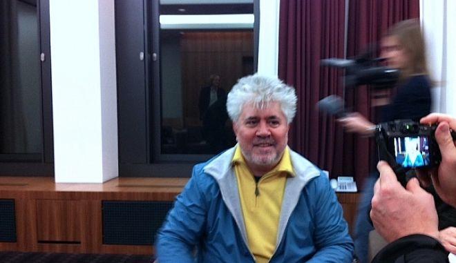 O Πέδρο Αλμοδόβαρ στο Flix λίγο πριν τη βράβευσή του από την Ευρωπαϊκή Ακαδημία Κινηματογράφου